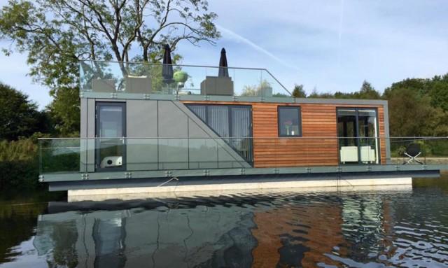 modern-house-houseboat-1