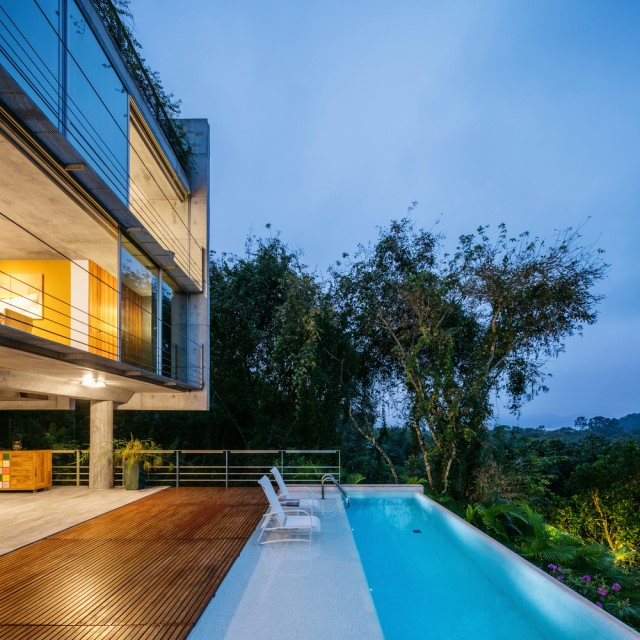 modern-house-on-the-hill-relaxation-on-natural-12