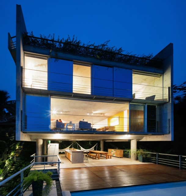 modern-house-on-the-hill-relaxation-on-natural-13