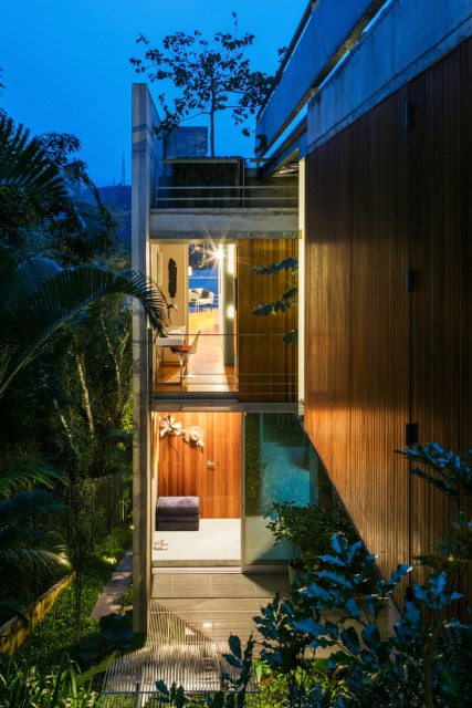 modern-house-on-the-hill-relaxation-on-natural-2
