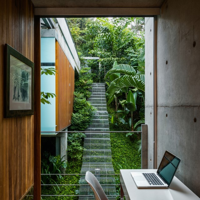 modern-house-on-the-hill-relaxation-on-natural-25