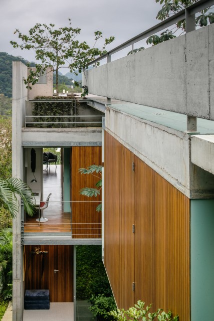 modern-house-on-the-hill-relaxation-on-natural-8