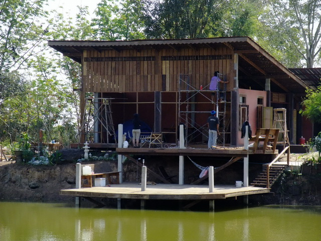 modern-lean-to-riverside-house-review-15