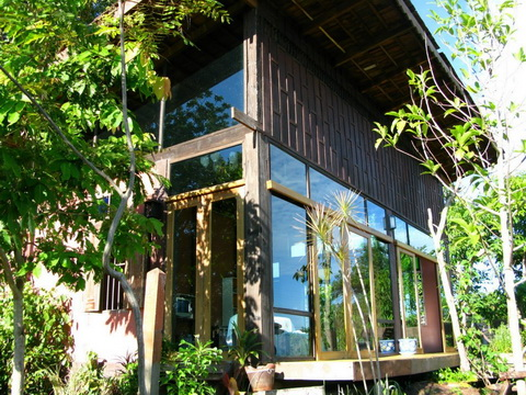 modern-lean-to-riverside-house-review-3