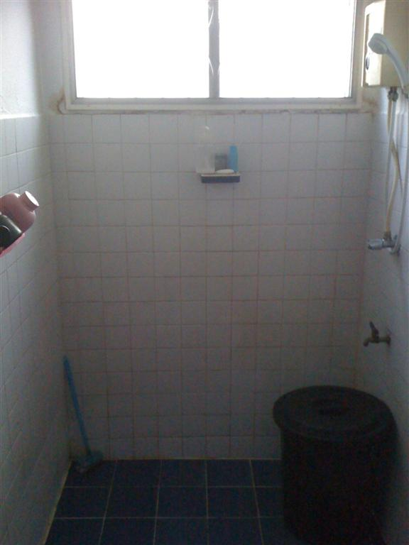 small-concrete-bathroom-review-1