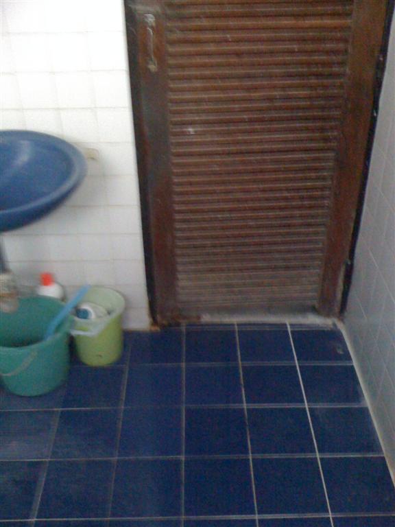 small-concrete-bathroom-review-2