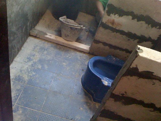 small-concrete-bathroom-review-32