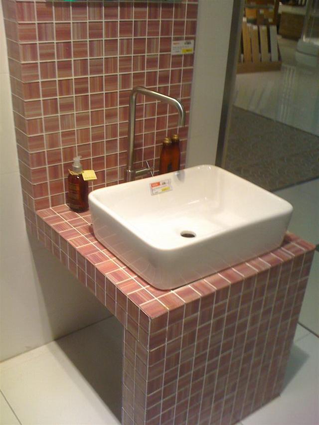 small-concrete-bathroom-review-5
