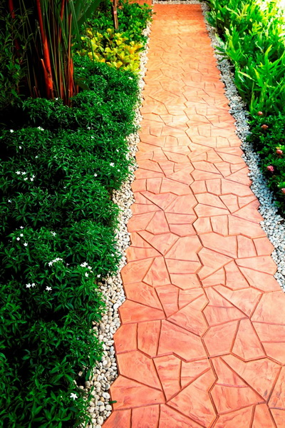 small-garden-and-stamp-concrete-path-review-1