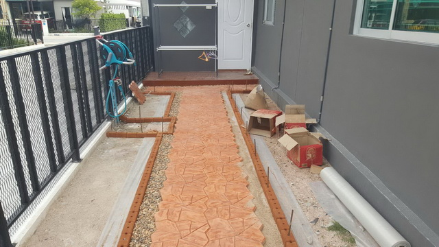 small-garden-and-stamp-concrete-path-review-12