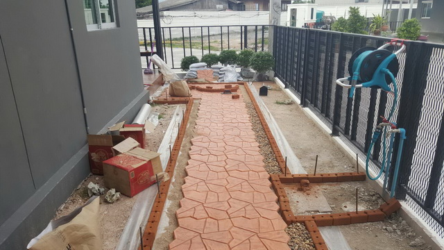 small-garden-and-stamp-concrete-path-review-13