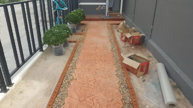 small-garden-and-stamp-concrete-path-review-14