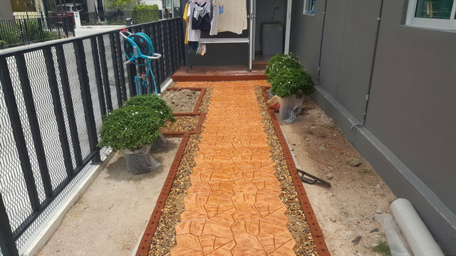 small-garden-and-stamp-concrete-path-review-18