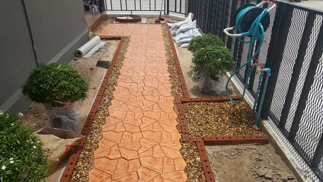 small-garden-and-stamp-concrete-path-review-19