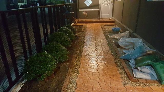 small-garden-and-stamp-concrete-path-review-23