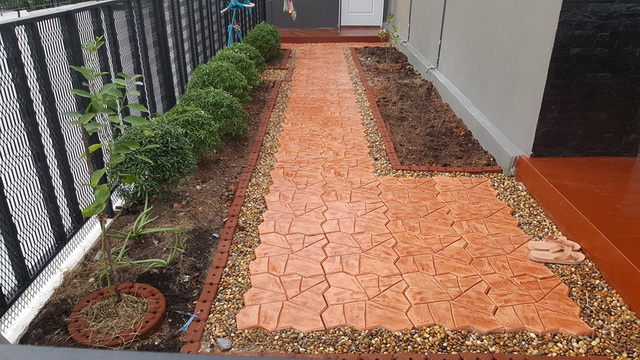 small-garden-and-stamp-concrete-path-review-24