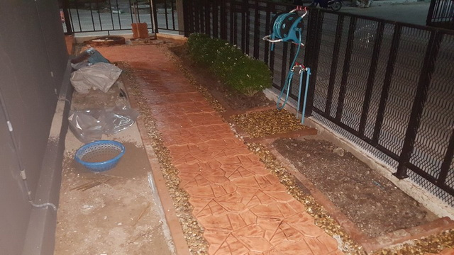 small-garden-and-stamp-concrete-path-review-25