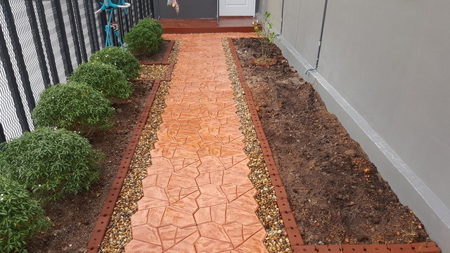 small-garden-and-stamp-concrete-path-review-26