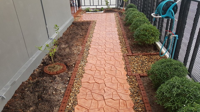 small-garden-and-stamp-concrete-path-review-29
