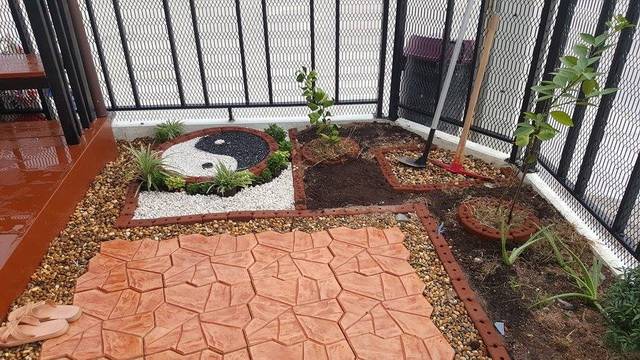 small-garden-and-stamp-concrete-path-review-30