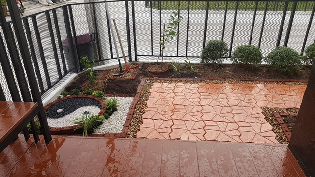 small-garden-and-stamp-concrete-path-review-32