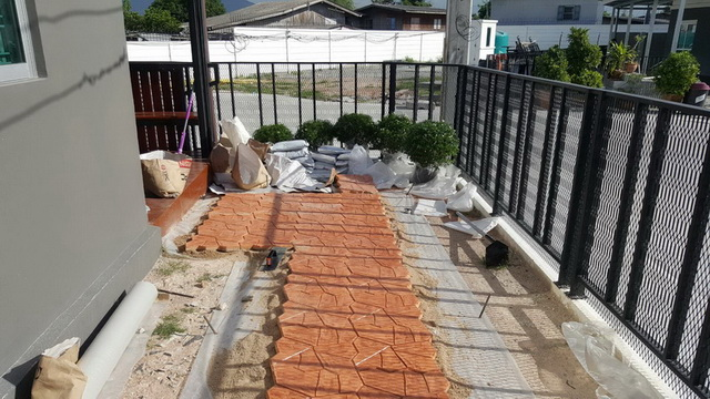 small-garden-and-stamp-concrete-path-review-8