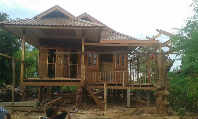 small-wood-raised-up-house-in-countryside-review-26