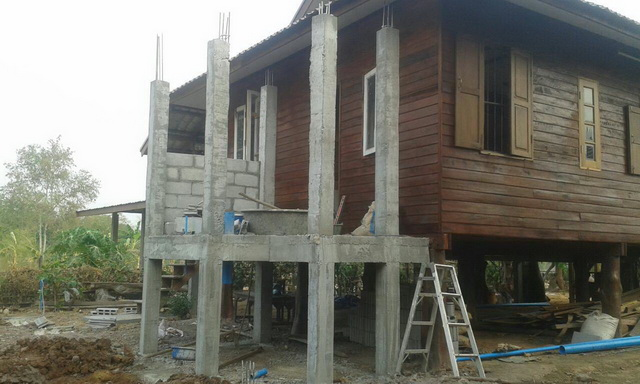 small-wood-raised-up-house-in-countryside-review-38