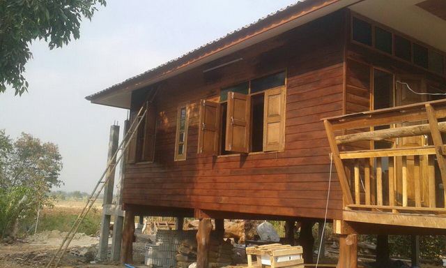 small-wood-raised-up-house-in-countryside-review-39