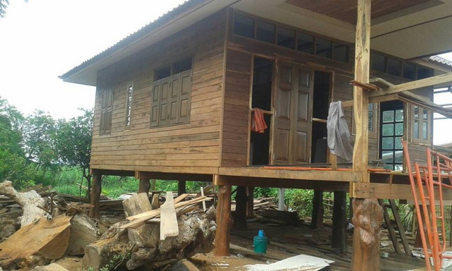 small-wood-raised-up-house-in-countryside-review-74