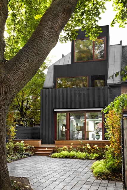 three-story-modern-house-compact-design-19