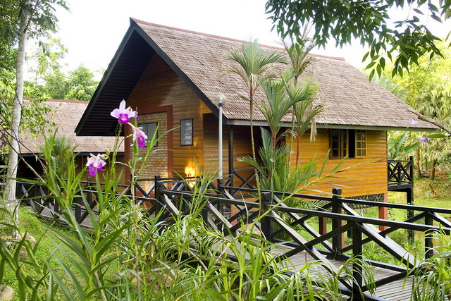 tropical-resort-house-in-malaysia-1