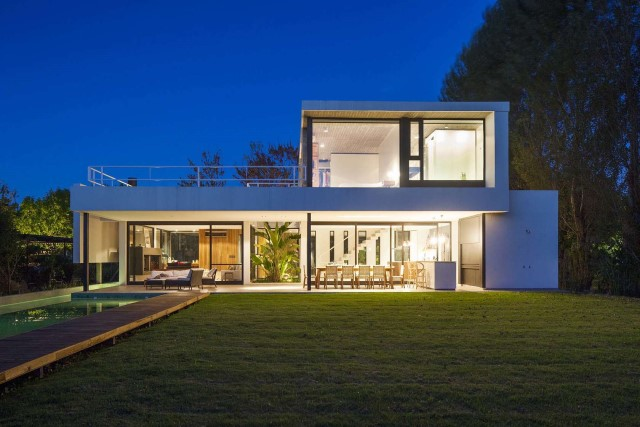 villa-home-with-swimming-pool-minimalist-style-8