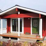 แบบบ้านไม้พร้อมออฟฟิศขนาดกะทัดรัด สีสันโดดเด่นที่ภายนอก แฝงความอบอุ่นที่เรียบง่ายไว้ภายใน
