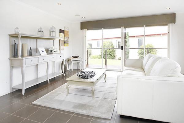 1-storey-white-vintage-house-white-spacey-patio-4