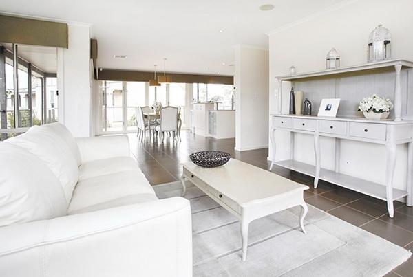1-storey-white-vintage-house-white-spacey-patio-5