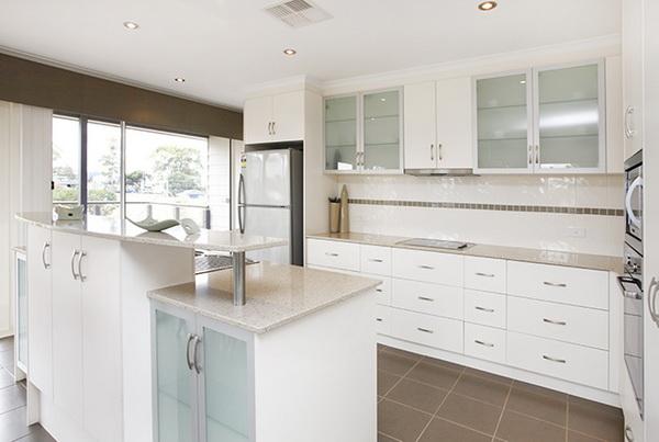 1-storey-white-vintage-house-white-spacey-patio-7