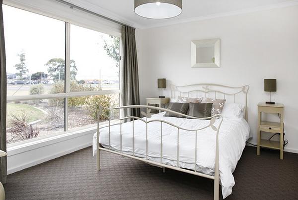 1-storey-white-vintage-house-white-spacey-patio-8