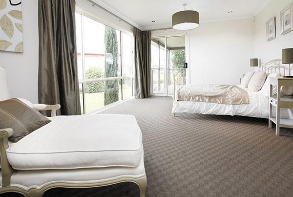 1-storey-white-vintage-house-white-spacey-patio-9