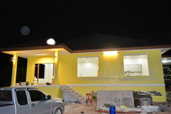 1-5m-contemporary-yellow-house-in-countryside-review-19