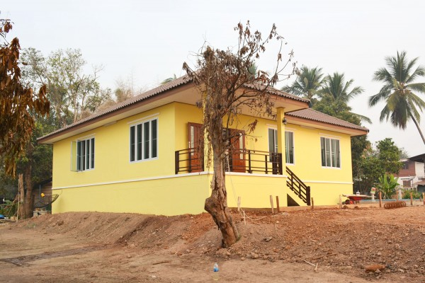 1-5m-contemporary-yellow-house-in-countryside-review-23