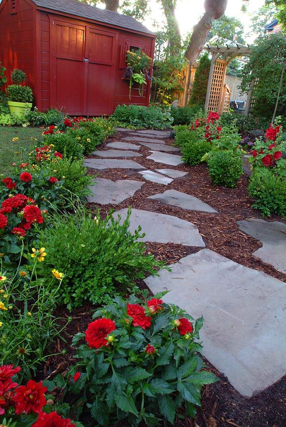 15-texture-ideas-for-garden-pathway-12