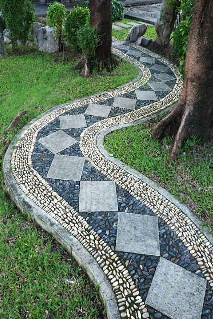 15-texture-ideas-for-garden-pathway-3