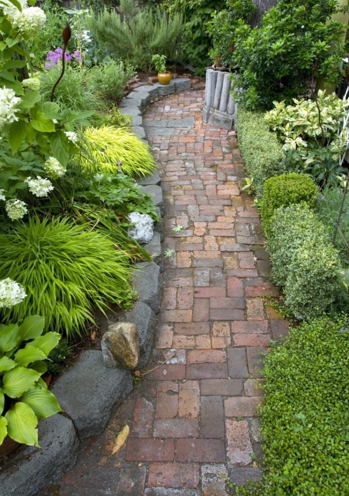 15-texture-ideas-for-garden-pathway-4