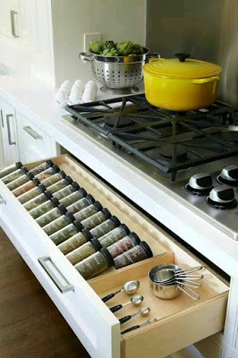 27-creative-and-clever-organized-tables-and-shelves-2