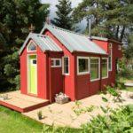 บ้านสวนสีแดง ขนาดเล็กกะทัดรัด มาพร้อมชั้นลอย ตกแต่งภายในน่ารักน่าชัง