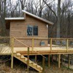 บ้านน้อยหลังสวน สไตล์เคบินวัสดุจากไม้ 1 ห้องนอน 1 ห้องน้ำ มาพร้อมเฉลียงรอบบ้าน