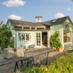 บ้านกระท่อมวัสดุจากไม้ โทนสีฟ้าพาสเทล 1 ห้องโล่ง 1 ห้องน้ำ เหมาะกับบ้านสวน บ้านตากอากาศ