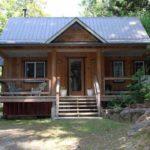 บ้านกระท่อมท้ายสวน ออกแบบเรียบง่าย ยกพื้นพองาม อิงแอบธรรมชาติ