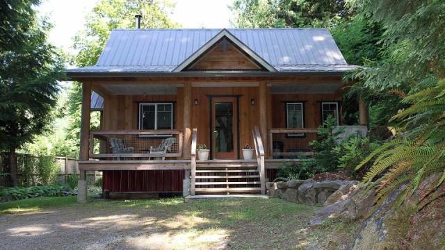บ้านกระท่อมท้ายสวน ออกแบบเรียบง่าย ยกพื้นพองาม อิงแอบ